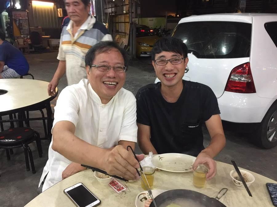 李來希與老婆、兒子吃薑母鴨大餐,一時興起發出祭品文。(圖/擷自李來希臉書)