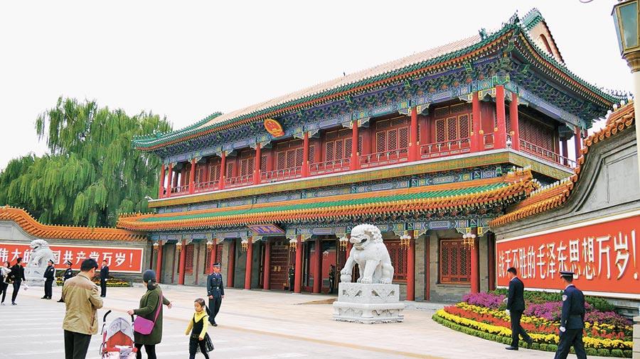 位於天安門西側的新華門,是中共中央和國務院所在地中南海的正門,也是最高權力的象徵。(本報系資料照片)