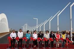 蔡英文海尾寮橋啟用剪綵 讚黃偉哲施政滿意度高