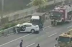 快報》國道一5車連環撞 28歲女亡4傷最小8月嬰