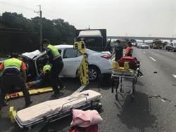國道5車連環追撞 護理師夫妻喝喜酒遇死劫妻亡女命危