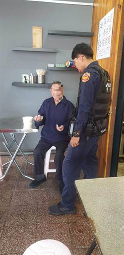 老翁偷溜出門 八德警為他找到回家路