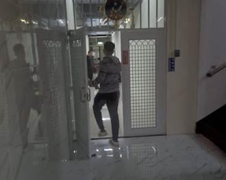 李興文兒夜闖IKEA風波 今下午悄從後門進分局作筆錄