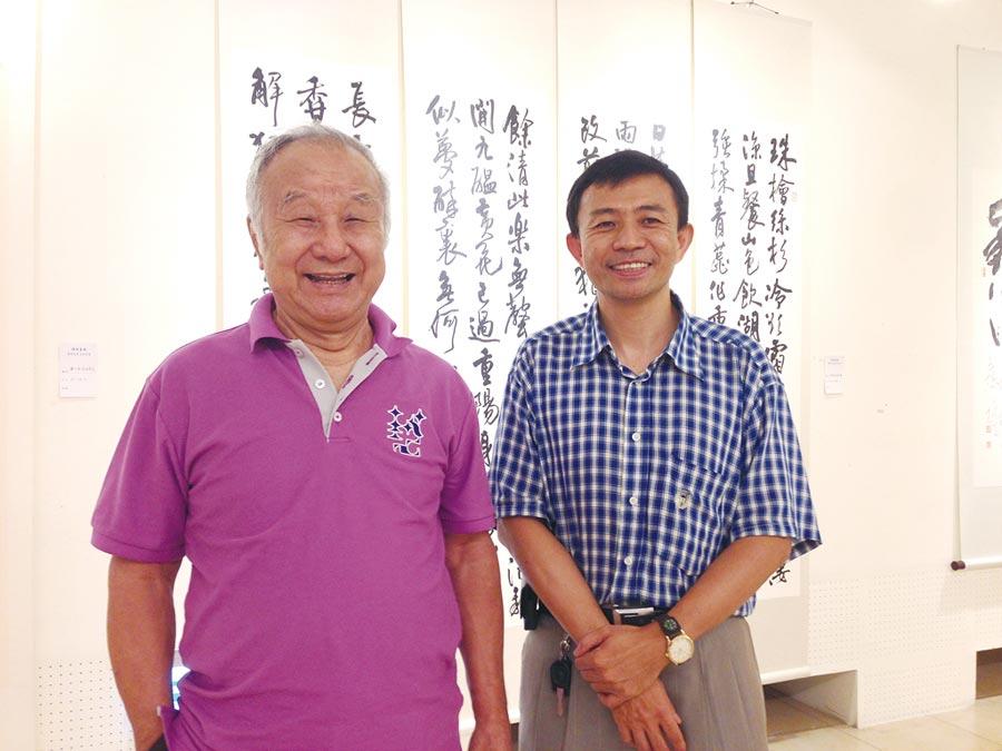 劉國松老師(左)與謝榮恩教授(右)合影於國父紀念館蟬蛻塵埃展埸。圖/謝榮恩畫室提供