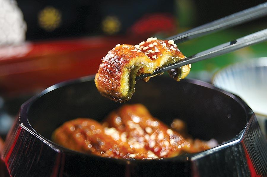 〈世界的山將〉的〈鰻魚飯〉,鰻魚肉厚且軟,鰻醬鹹香帶有甘味,非常好吃。圖/姚舜