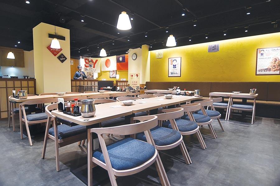 〈世界的山將〉在台北市南京東路、吉林路口開二店,店裝不似傳統日式居酒,反而更像餐廳空間。圖/姚舜