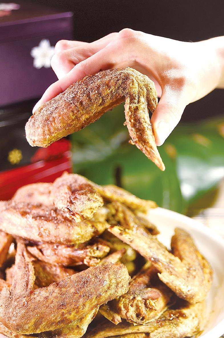 〈夢幻雞翅〉是名古屋連鎖居酒屋〈世界的山將〉招牌美食,帶著微微胡椒辛辣味,皮酥肉嫩、炸功了得。圖/姚舜