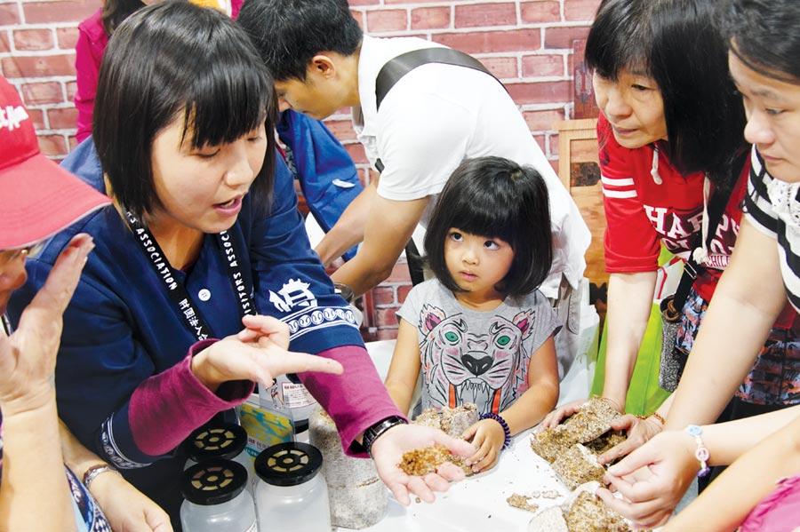 「ITF台北國際旅展」開放六歲以下小孩入場,參展攤位推出豐富體驗活動讓全家一起動手做。圖/台灣觀光協會