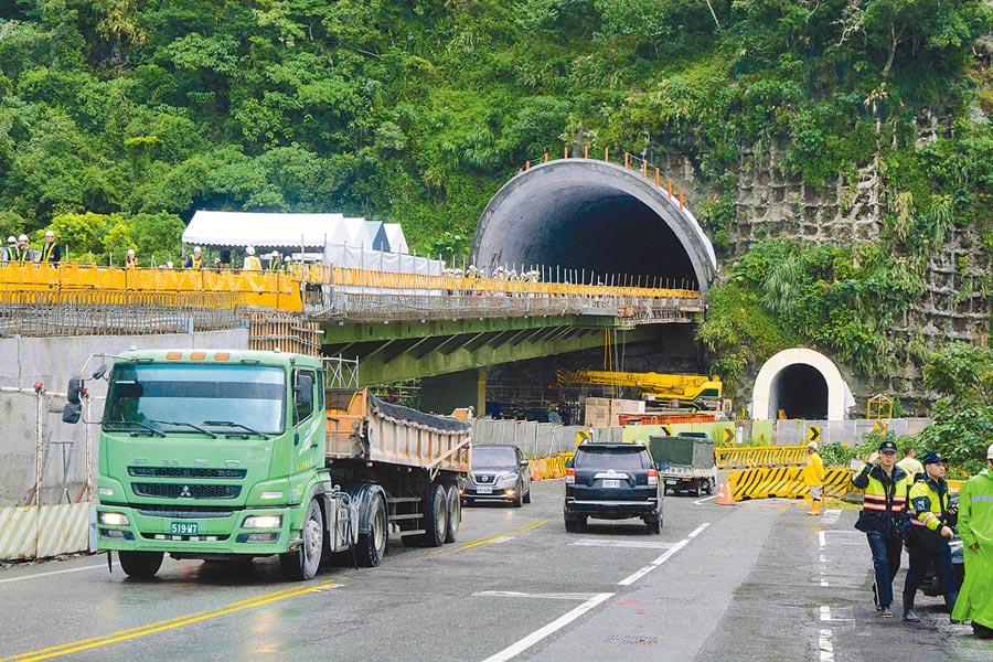 蘇花改工程處指出,目前蘇花改隧道全線進度已達92.85%,明年1月5日通車日不改變。(王志偉攝)
