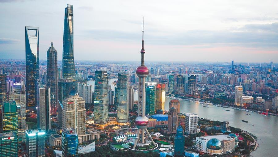 A股成長空間大,吸引外資湧入。圖為上海陸家嘴金融貿易區。(新華社)