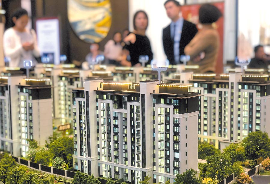 大陸房市熱度開始退潮,圖為江西一處房屋銷售中心。(中新社)