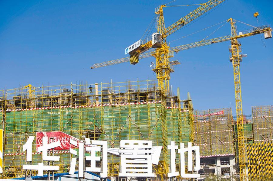 大陸房企近期紛紛轉往海外融資,圖為華潤置地的建築工地。(中新社資料照片)