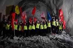 川藏鐵路拉薩到林芝段 巴玉隧道成功貫通