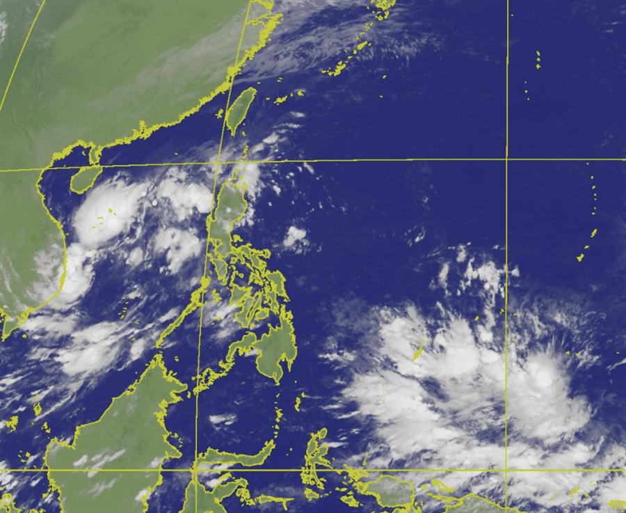 第23號颱風「哈隆」生成(Halong,越南提供,指下龍灣)位在關島東南方海面上,接著南海上有低壓發展,有機會成颱。(衛星雲圖/氣象局)