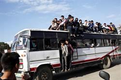 尼泊爾重大交通意外!巴士失控墜河至少17死50傷