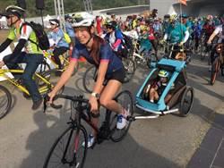 段慧琳攜愛女出席自行車節活動 女鐵人淪為駝獸