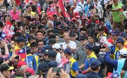 韓國瑜參拜埔里地母廟 支持者高喊「總統好!」