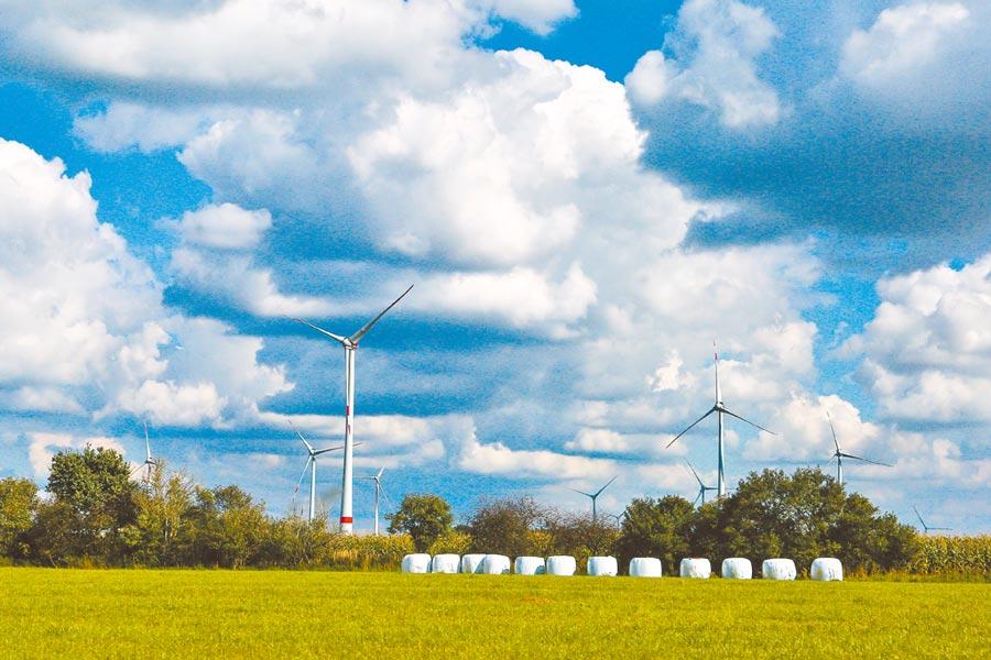圖為德國能源村Fieldheim裝置許多風機。(鄧博仁攝)