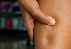 腳腫是腎臟出狀況?自我檢測1分鐘有答案