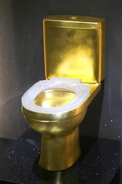 鑲4萬顆鑽石 價值120萬美元黃金馬桶亮相進博會