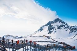 步步艱辛 45人守護5千米雪山