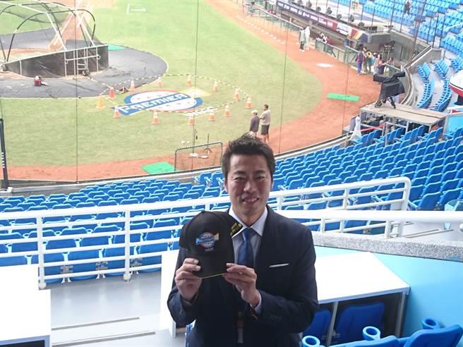 上原浩治擔任日本TBS電視台的解說員,對後天的中華、日本之戰相當期待。(廖德修攝)