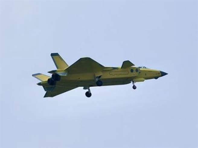 陸殲20最新曝光照瘋傳 已換裝渦扇10發動機