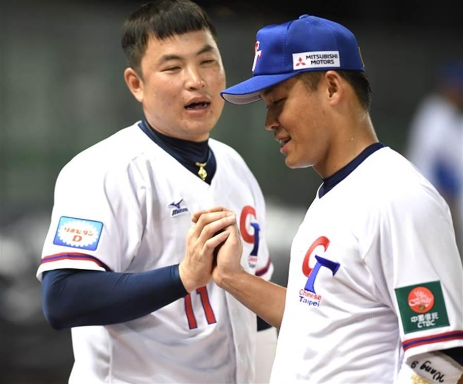 中華隊第4棒林泓育(左)具有快速修正打擊的能力、也是中華隊爭勝的助力。(全國棒協提供/陳志祥傳真)
