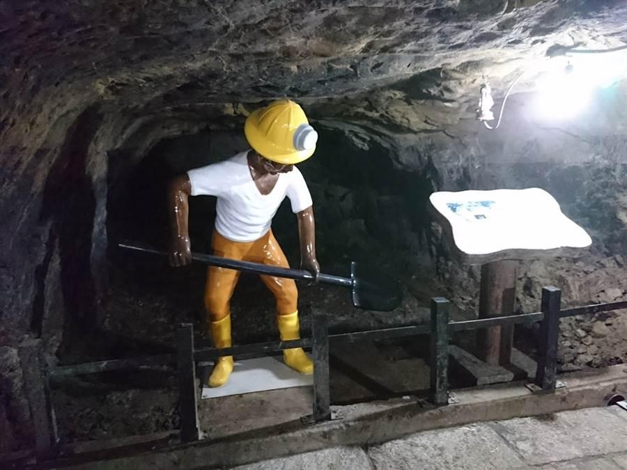 礦工人偶。(許哲瑗攝)