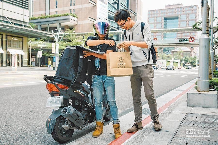 UberEats外送員做外送遇到暖心人資。(本報資料照)