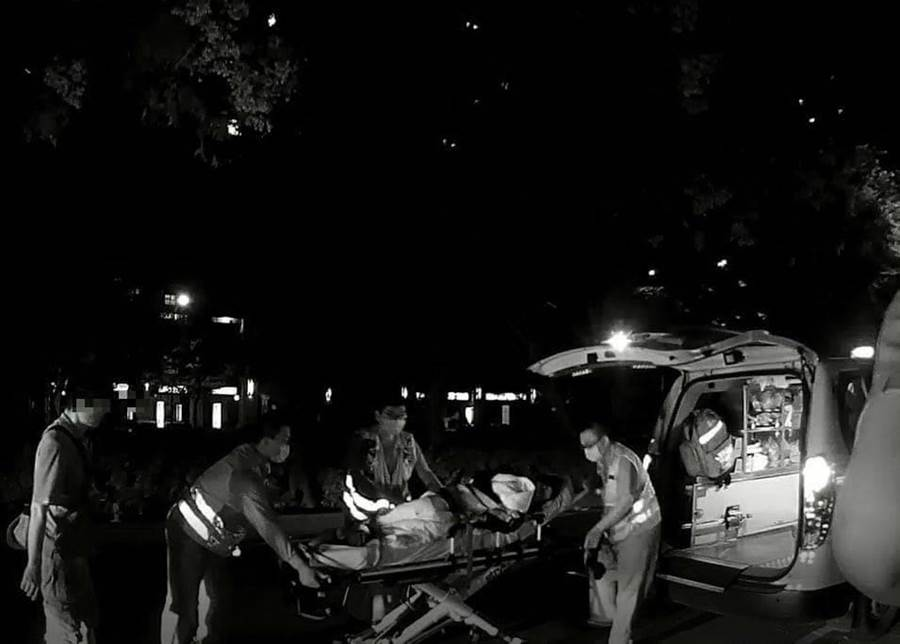 台中市一名產婦羊水破裂,生產十萬火急,幸好台中市警察局第六分局市政派出所員警立即連絡119救護車,送往醫院順利生產。(民眾提供/盧金足台中傳真)