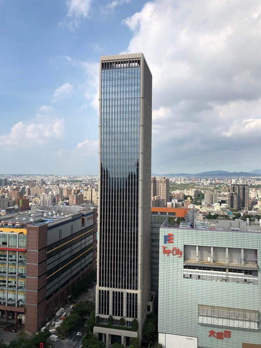 台中七期新地標「聯聚中雍大廈」,打造「超越核電廠等級」的耐震豪辦。圖/曾麗芳