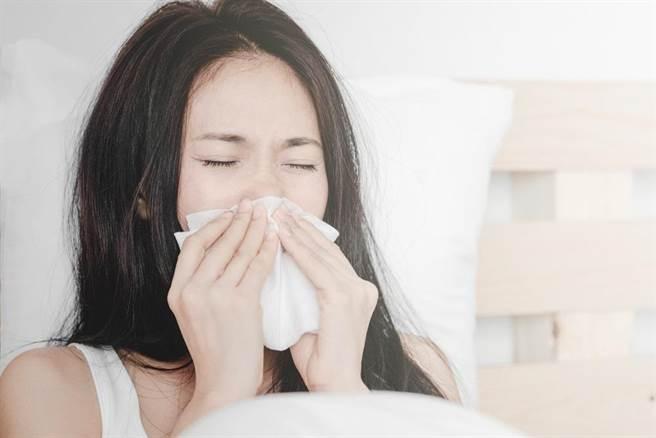秋冬是容易罹患感冒的季節。(達志影像/shutterstock)