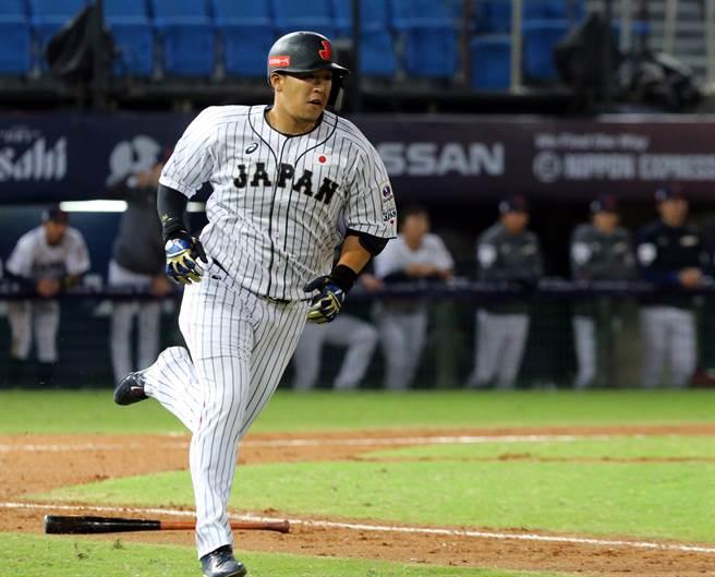 日本隊打者相當有耐心,不輕易出棒打壞球,累積一大堆四壞球後,達到逆轉的目的。(陳麒進攝)