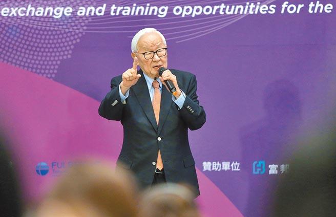 「人才循環大聯盟高峰會」5日在南港展覽館2館舉行,台積電創辦人張忠謀發表專題演講,表示他創辦台積電最重要的資產是世界觀。(中央社)
