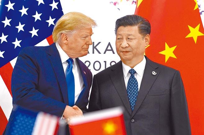 美國總統川普有意邀請大陸國家主席習近平最快本月赴美,簽署「第一階段」貿易協議,惟陸方仍可能決定在中立的第三國簽署,巴西被點名是可能的地點。圖為今年6月29日,川普與習近平在大阪G20峰會上會晤。(美聯社)
