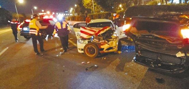 去年11月王姓博士生撞死國道警員王黃冠鈞,圖為車禍現場。(警方提供)