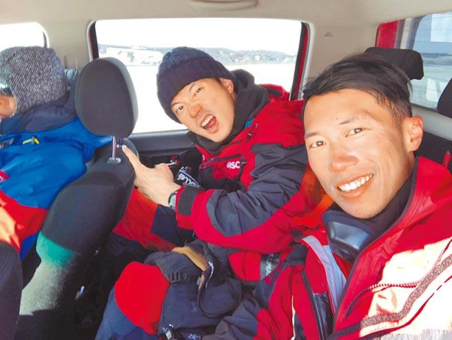 宥勝(左)去年與陳彥博一起參與前進南極點長征隊。(喜鵲娛樂)