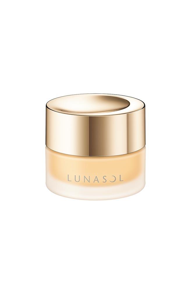 LUNASOL水潤光粉霜30g,2200元。(LUNASOL提供)