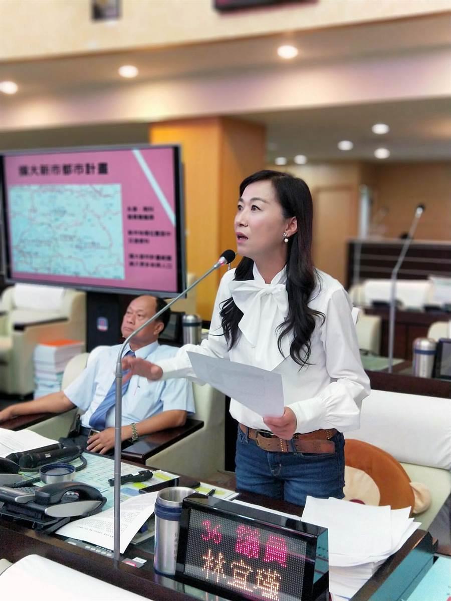 民進黨台南市議員林宜瑾市政總質詢時,要求市府正視消防員的適任性的問題。(洪榮志攝)