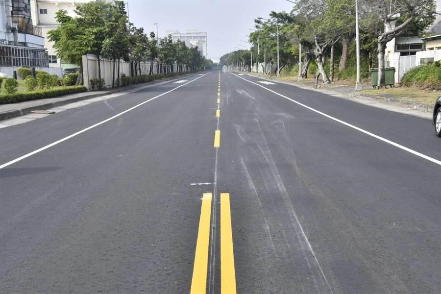前鎮加工出口區聯外道路「大華一路」經過2個多月施工,道路已完全刨鋪,路面下箱涵損壞也同步修復。(高市府工務局提供/袁庭堯高雄傳真)