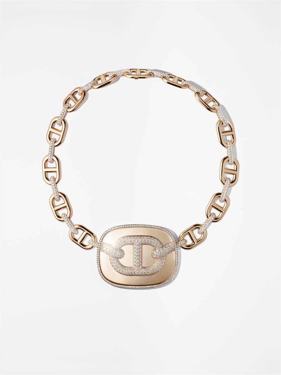 愛馬仕Chaine d'ancre zoom石英與玫瑰金鑲鑽項鍊, 955萬3100元。(HERMES提供)