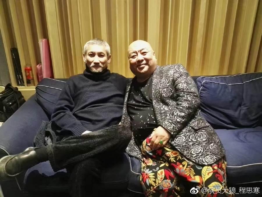 程思寒生前與導演徐克合影。(取自程思寒微博)