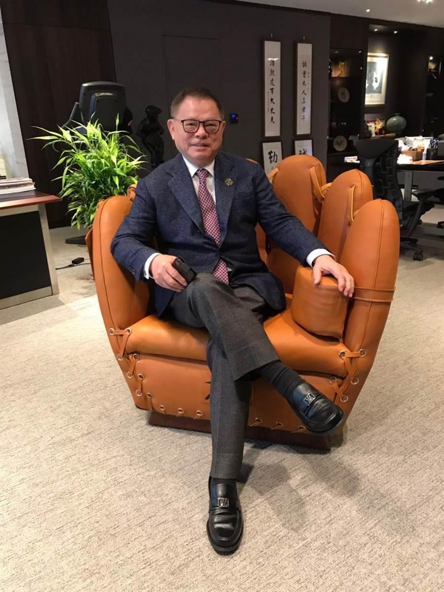 彭誠浩為臺灣首位以推動棒球運動,榮獲日本政府頒贈「旭日小綬章」。(亞洲棒球總會提供)