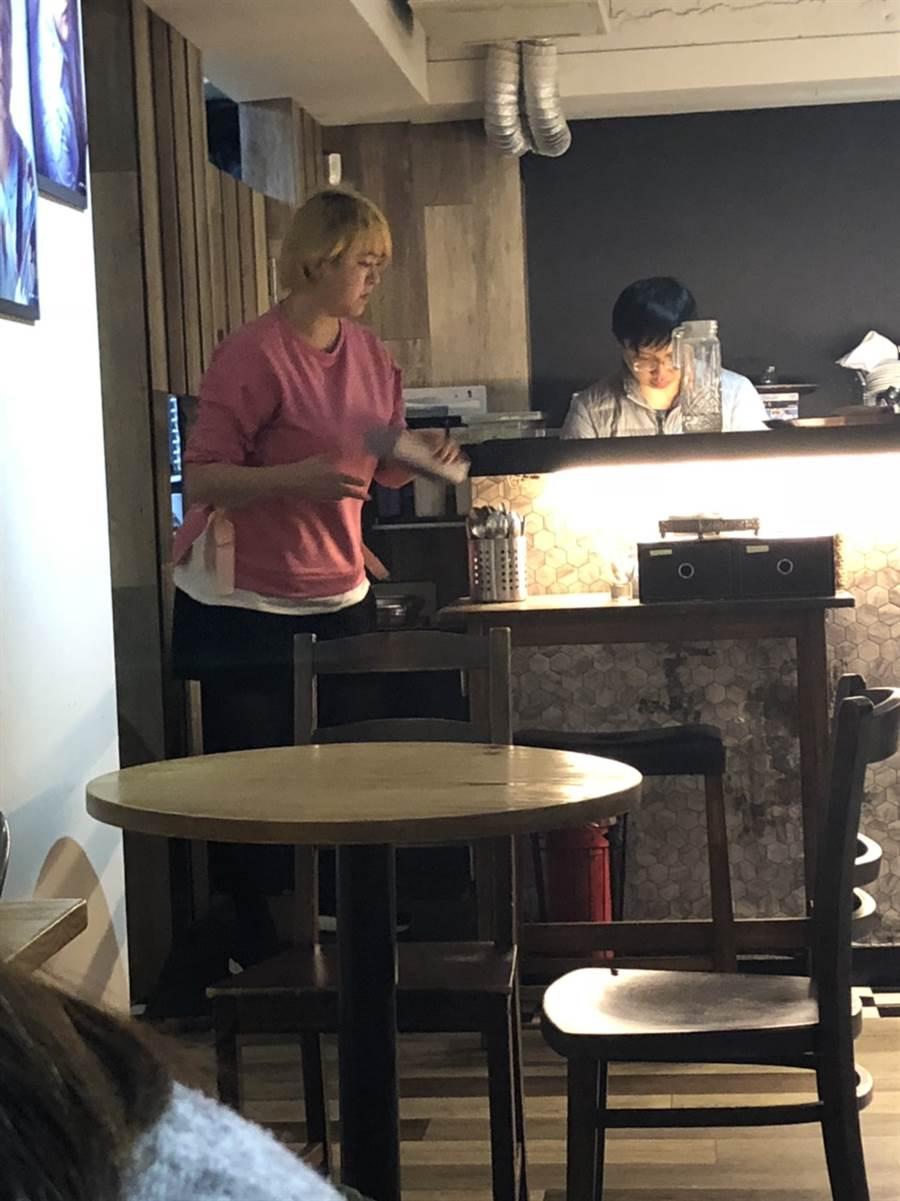 任潔玲目前在吳建恆開的咖啡廳幫忙。(讀者提供)