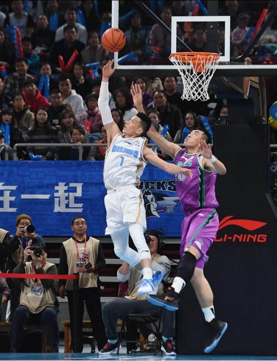 林書豪攻下24分,率領北京首鋼險勝山東,奪下開季2連勝。(新華社)