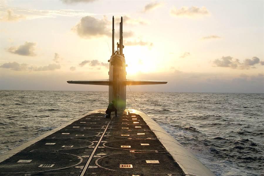 美軍俄亥俄級彈道導彈潛艦(圖)被認為已具備無人機潛水母艦的雛型。(圖/美國海軍)