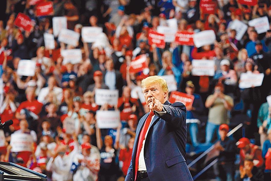 美民調顯示,川普可能受益選舉人團制度,最後又能成功連任。(路透)