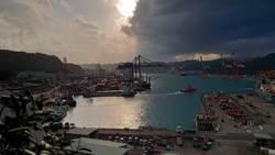 驚悚天氣來襲!基隆港邊出現怪異天氣