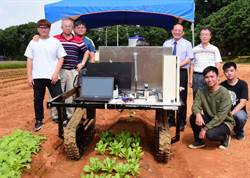屏科大研發「遙控噴藥履帶車」 農業新利器